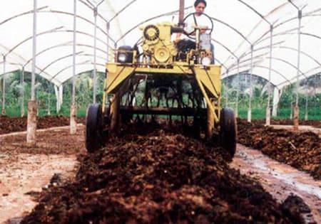 Para volteo de compost en camas de 1.8 mt ancho x 1.5 mt alto. Autopropulsadas o accionadas mediante la fuerza de tractor Diesel.