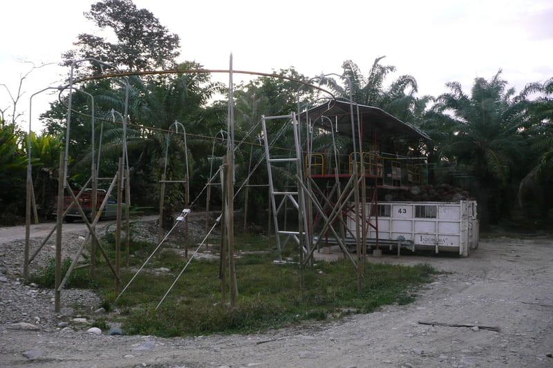 Caseta con plataforma de descarga a una altura de 4 mts y 5 mts.