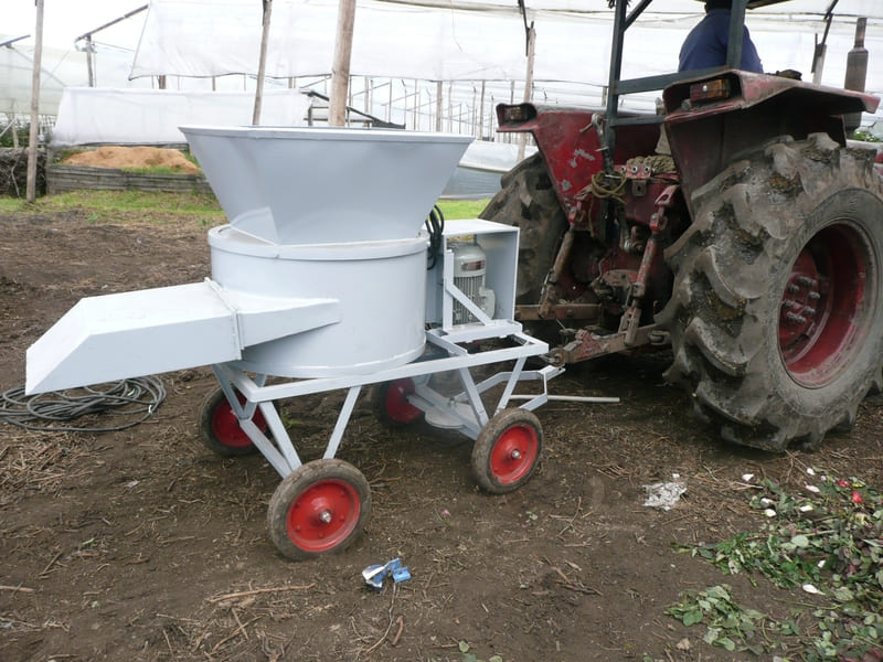Halado de picadora mediante tractor, campero o de forma manual.