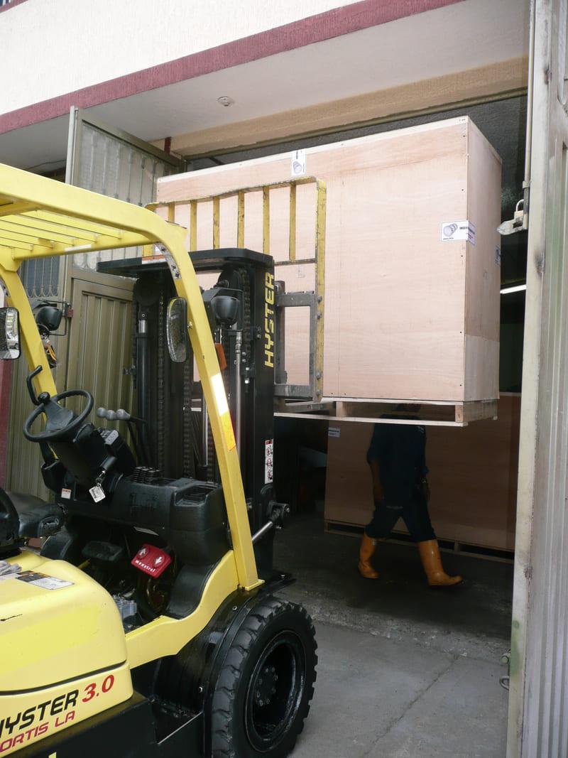 Máquinas en huacal para procesos de exportación.