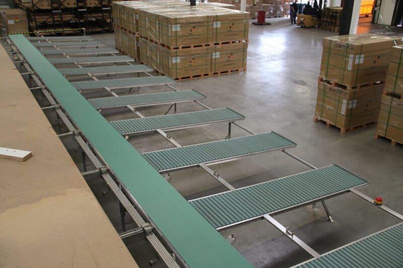 Kit de transportadores en bodega de almacenamiento.